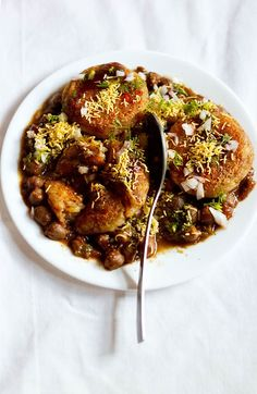 Aloo Tikki Chole Recipe with stepwise photos. Aloo Tikki Chole is a popular street food of north india. this duo of the aloo tikki and chole is served with chutneys and other tidbits. Veg Recipes, Indian Food Recipes, Vegetarian Recipes, Cooking Recipes, Simple Recipes, Cooking Beef, Tandori Chicken, Chaat Recipe, Indian Street Food