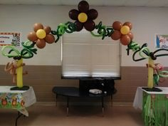 Twisted Entertainers: Jungle Themed Balloon Decor for Two Kiddo's Birthday Party