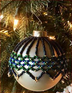 Christmas Tree Earrings, Crochet Christmas Ornaments, Christmas Jewelry, Christmas Balls, Beaded Ornament Covers, Beaded Ornaments, Christmas Crafts, Christmas Decorations, Ornaments Design