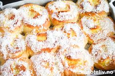 Everyone loves Schoolbread - and here is a wonderful variant that is made as a school day . Norwegian Food, Vanilla Cream, Dessert Recipes, Desserts, Baking Tips, Doughnut, Macaroni And Cheese, Scones, French Toast
