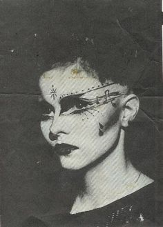 Anna Livia Löwendahl, 1983 «If only i had the talent to do this Subcultura Punk, 70s Punk, Vintage Goth, Makeup Inspo, Makeup Inspiration, Mode Renaissance, Punk Makeup, Blitz Kids, 80s Goth