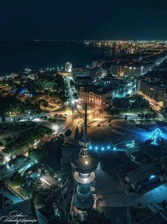 View of Thessaloniki by night [Hellas Inhabitants Of The Shiny Stone] Air France, Greek Beauty, Paradise On Earth, Macedonia, Greek Islands, Countries Of The World, Amazing Destinations, Night Life, Cool Photos