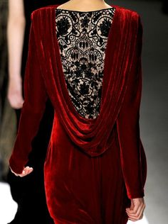 backless velvet dress with crocheted inset, granted this is high fashion, but a… Look Fashion, Fashion Details, High Fashion, Womens Fashion, Classic Fashion, Steampunk Fashion, Gothic Fashion, Mode Inspiration, Fashion Inspiration