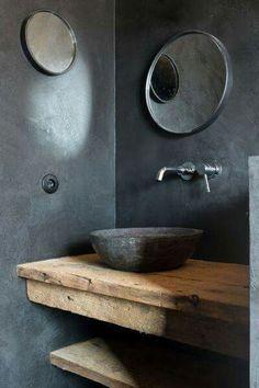 Salle de bain au design rustique, dans un ancien chai de l'île de Ré, transformé en habitation spacieuse et ouverte sur deux patios, pour un style épuré et zen. https://www.iledereloc.com/maison-location.php?id=4265