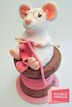 Sweet Workers Rats Cake Topper by Cakes Decor Fondant Figures, Fondant Cakes, Cupcake Cakes, 3d Cakes, Fondant Bow, Fondant Tutorial, Fondant Flowers, Knitting Cake, Sewing Cake