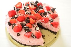 Oreo strawberry cheesecake - Delicious and Simple - Looking for a recipe for a tasty and simple cake? Then check out this recipe for oreo strawberry ch - Health Desserts, No Bake Desserts, Dessert Recipes, Cake Recipes, Cupcakes, Cupcake Cakes, Strawberry Oreo Cheesecake, Caramel Cheesecake, Dutch Bakery