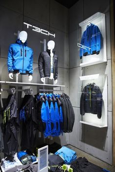Visual merchandising. Retail store display. Men's clothing / accessories.
