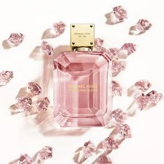 A scent with as many facets as a woman's spirit. Michael Kors Sparkling Blush Eau de Parfum is a woody floral amber fragrance that reflects brilliance and beauty. Beauty Care, Diy Beauty, Perfume Oils, Perfume Bottles, Michael Kors Perfume, Beautiful Perfume, Luxury Beauty, Smell Good, Antique Bottles