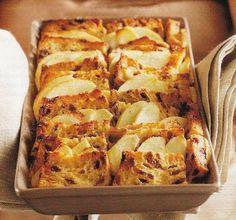 Broodpudding Met Appel En Kaneel recept | Smulweb.nl - met OER-fruit Cake Recept, Delicious Desserts, Yummy Food, Bakery Cakes, Desert Recipes, High Tea, Bread Baking, No Bake Cake, Baking Recipes