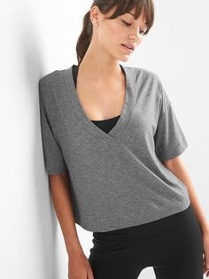 Gap Womens Gapfit Breathe Deep V-Neck Short Sleeve Tee Heather Grey