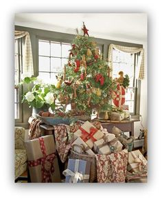 Love this look.  It is great for tight spaces.  Tree on top of table with gifts surrounding it...love the simplicity of the gift wrap and bows!