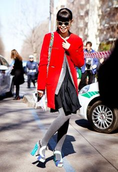 Mi piace la sua giacca rossa!