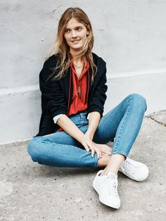 madewell skinny skinny jeans worn with the flatiron blazer, embroidered camelia top, ensign necklace + pony® topstar low-top sneakers.
