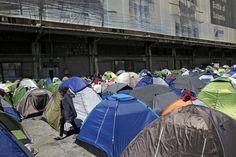 Yunani mulai pindahkan ratusan pengungsi yang terlantar di pelabuhan  ATHENA (Arrahmah.com) - Otoritas Yunani pada Kamis mulai memindahkan ratusan migran dan pengungsi ke kota-kota lain di Yunani dari sebuah pelabuhan dekat Athena. Sebelumnya para pengungsi terlantar selama beberapa pekan dan mereka terpaksa tidur di tempat terbuka.  Sebagaimana dilansir Reuters (31/3/2016) setidaknya empat bus berangkat ke kota pelabuhan Kyllini di Yunani Barat 280 km dari Athena di mana mereka akan…