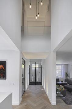 Tiel - Culimaat - High End Kitchens Home Design, Flur Design, Luxury Homes Interior, Modern Interior Design, Interior Architecture, Planchers En Chevrons, Hallway Designs, Dream House Exterior, New Homes