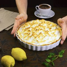 Zitronen-Baiser-Kuchen Light as a cloud, fruity as summer: lemon meringue cake. Easy Vanilla Cake Recipe, Chocolate Cake Recipe Easy, Chocolate Chip Recipes, Easy Homemade Desserts, Homemade Cake Recipes, Cake Light, Lemon Meringue Cake, Dessert Cake Recipes, Food Cakes