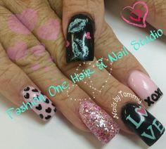 LOVE nails  #hearts #lips #xoxo #coolnails #coloredacrylic #handpaint #nailsbytammy