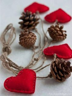 christmas crafts decoration - pine cones, red felt hearts and twine Acorn Crafts, Pine Cone Crafts, Christmas Projects, Holiday Crafts, Noel Christmas, Rustic Christmas, Winter Christmas, Christmas Ornaments, Handmade Christmas