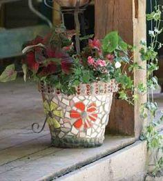 DIY Garden Pots project on a budget 27 - Diy Garden Projects Diy Garden Projects, Garden Crafts, Outdoor Projects, Craft Projects, Mosaic Flower Pots, Mosaic Pots, Mosaic Tiles, Mosaics, Pebble Mosaic