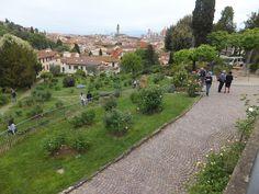 Giardino delle Rose, Jardín de las Rosas, Florencia, Firenze, Italia, Elisa N, Blog de Viajes, Lifestyle, Travel Toscana Italia, Tuscany, Sidewalk, Italy, Blog, Travel, Florence, Roses, Turismo