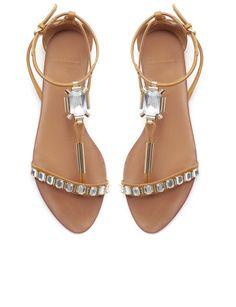 #sandalias de Zara http://www.marie-claire.es/moda/accesorios/fotos/destapa-tus-pies-y-lleva-sandalias-planas/zara25-1