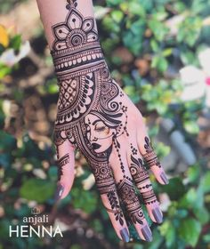 Henna is the most traditional part of weddings throughout India. Let us go through the best henna designs for your hands and feet! Cool Henna Designs, Latest Bridal Mehndi Designs, Stylish Mehndi Designs, Wedding Mehndi Designs, Mehndi Designs For Hands, Mehandi Designs, Latest Mehndi, Tattoo Designs, Henna Mehndi