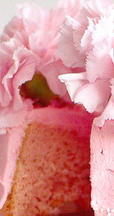 Strawberry & Rose Carnation Chiffon Cake for Mother's Day Strawberry Whipped Cream, Strawberry Roses, Summer Recipes, Holiday Recipes, Cold Cake, Pink Food Coloring, Pink Carnations, Pink Foods, Party Food And Drinks