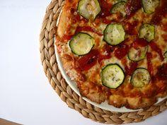 Las maría cocinillas: Pizza de Calabacín y pimientos caramelizados