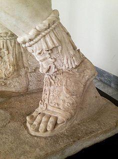 Love the Greek footwear Roman Clothes, Human Leg, Roman Sandals, Roman Sculpture, Roman Art, Ancient Greek Sandals, Black Edition, Ancient Romans, Ancient Greece