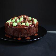 Minty And Super Moist Chocolate Cake [THE KAWAII KITCHEN]