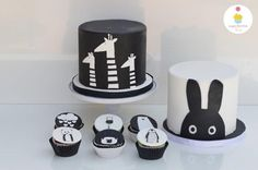 Black and White Baby shower cakes and cupcakes. Inspired by DeLierreKids art work. Chocolate and vanilla cake with ganache frosting. Baby Shower Cakes For Boys, Baby Shower Niño, Baby Shower Themes, White Birthday Cakes, Baby Boy Birthday, Birthday Ideas, Cake Birthday, Black And White Cupcakes, Black And White Baby