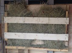 horse shelters made out of pallets | Here is one of them up close bolted to the back pallet.