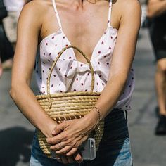 Beach Fun And Summer Looks 2018 Picture Description warm weather Looks Street Style, Nyfw Street Style, Looks Style, Style Me, Girl Style, Hate Summer, Summer Looks, Style Summer, Style Outfits
