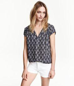 H&M Bluse mit V-Ausschnitt 9,-