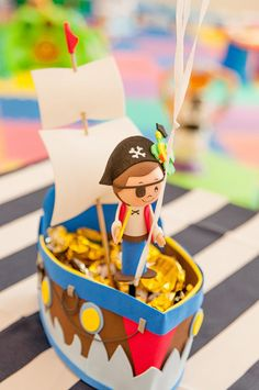 A festinha de 2 anos do Pietro, que aconteceu no Rio de Janeiro, foi muito divertida! O tema pirata ganhou uma ambientação bem caprichada com as peças da D