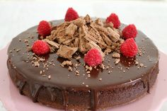 This super easy 3 ingredient flourless chocolate cake with chocolate ganache is a chocoholics dream. It& rich, moist and oh-so decadent. Flourless Desserts, Flourless Cake, Flourless Chocolate, Chocolate Ganache, Decadent Chocolate, Brownie Recipes, Cake Recipes, Dessert Recipes, Sweet Desserts