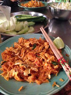 pad thai (thai food)