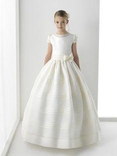 Modelo Silenia. Vestidos para niñas colección First Rosa Clara 2014.