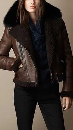 Bitter chocolate Shearling Aviator Jacket with Removable Fur Topcollar - BURBERRY Plaid Fashion, Tomboy Fashion, Winter Fashion, Fashion Outfits, Casual Outfits, Fashion Men, Aviators Women, New Years Dress, How To Wear Leggings