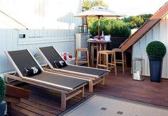 Sonnenschirm-Balkon-Dachterrasse-Barstuehle-Essplatz
