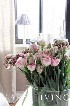 love these colours Love Flowers, Floral Flowers, Fresh Flowers, Beautiful Flowers, Wedding Flowers, Flower Bouquets, Spring Bulbs, Pink Tulips, Spring Has Sprung