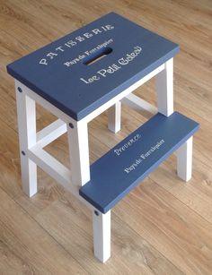 Ikea trapje gepimpt door @artistiekhergeb met #decoandlifestyle #krijtverf in de kleuren Antique Blue en Cotton White
