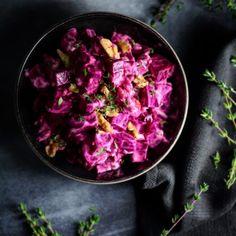 Cremet rødbedesalat med peberrod & valnødder – VEGETARISK Crunches, Plant Based Diet, Superfood, Whole Food Recipes, Cabbage, Vegetables, Camilla, Entertaining, Beetroot