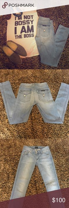 Hudson Collin Flap Skinny Jean Brand new without tags!!! This signature style is great for any look! These jeans offer an 11 inch leg hole which is great for those looking for the perfect Skinny/ straight leg Jean! The light wash goes with just about everything and the triangle flap back pockets accentuate your behind!! 👌🏽👖🍑 Hudson Jeans Jeans Skinny
