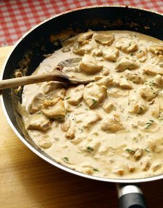 Poulet à la crème, moutarde et vin blanc or to English speakers, this is--roughly translated--chicken in white sauce.
