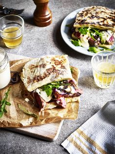 Calling meat lovers everywhere! indulge yourself in this Potato Farl steak sandwich with caramelised red onion and creamy cheese sauce. Perfect for a tasty lunchtime treat or a quick mid week meal. Steak Recipes, Cooking Recipes, Sandwich Recipes, Quick Potato Recipes, Yummy Food, Tasty, Yummy Lunch, Creamy Cheese, Cheese Sauce