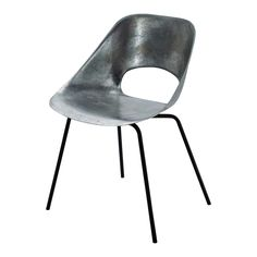 Chaise Guariche en aluminum et métal Vintage Metal Chairs, Chaise Vintage, Industrial Furniture, Vintage Furniture, Chaise Chair, Antique Market, Sit Back And Relax, Affordable Furniture, Wood And Metal