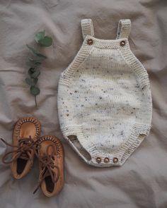 "1,183 Likes, 8 Comments - PetiteKnit • knitting patterns (@petiteknit) on Instagram: ""Lillesøsters Romper 🍂 Den er et sikkert hit i babygarderoben både til små piger og små drenge - og…"""