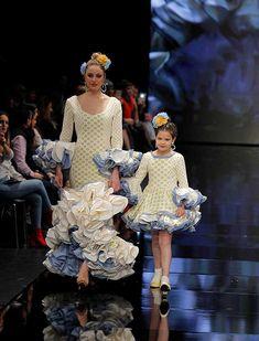 SIMOF 2018: el desfile de Sara de Benítez, en fotos / Raúl Doblado Blue And White Dress, Cute Dresses, Daughter, Vibrant, Pints, Tango, Vintage, Outfits, Clothes