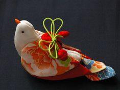 Fabric Birds, Fabric Art, Fabric Flowers, Fabric Crafts, Japanese Bird, Japanese Sewing, Japanese Fabric, Bird Crafts, Diy And Crafts